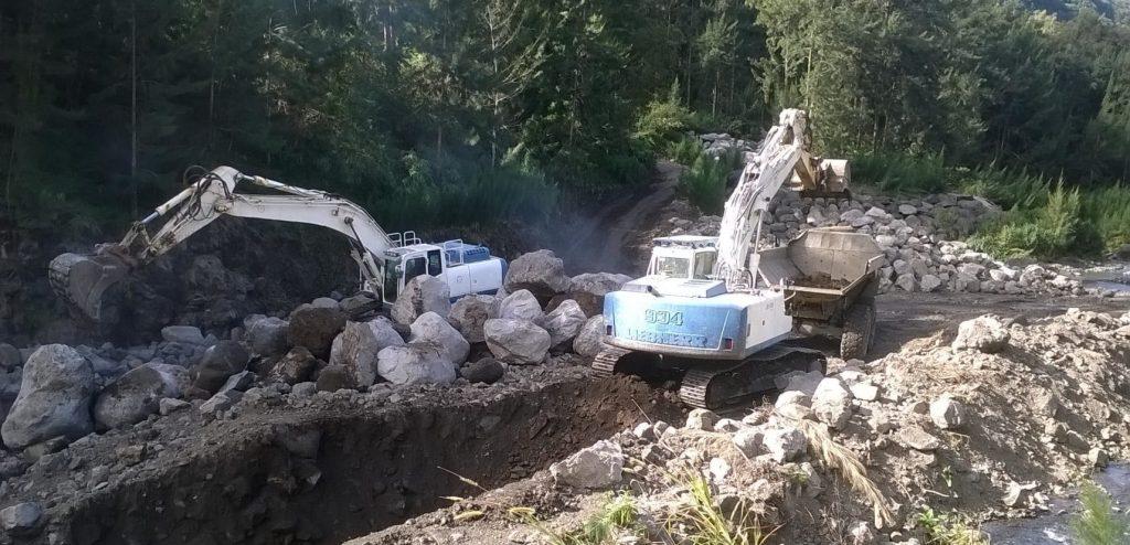02_rocs_phase-de-terrassement_enrochement-ravine-roche-a-jacquot